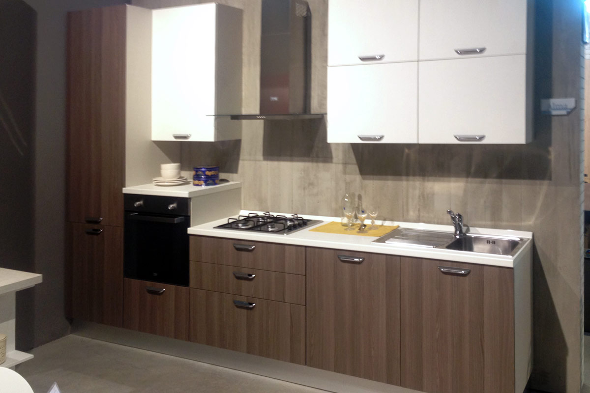 Cucine outlet milano gallery of piano di lavoro cucina for Outlet cucine milano
