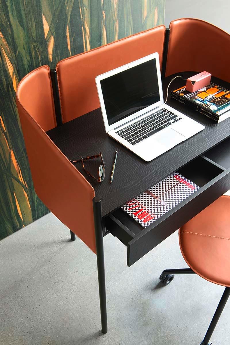 Scrittoio da ufficio moderno calligaris biblio scrivanie for Scrittoio per ufficio