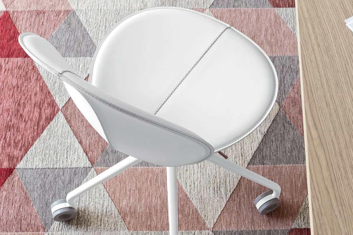 Sedia da ufficio moderna calligaris basil sedie da for Sedie da ufficio milano