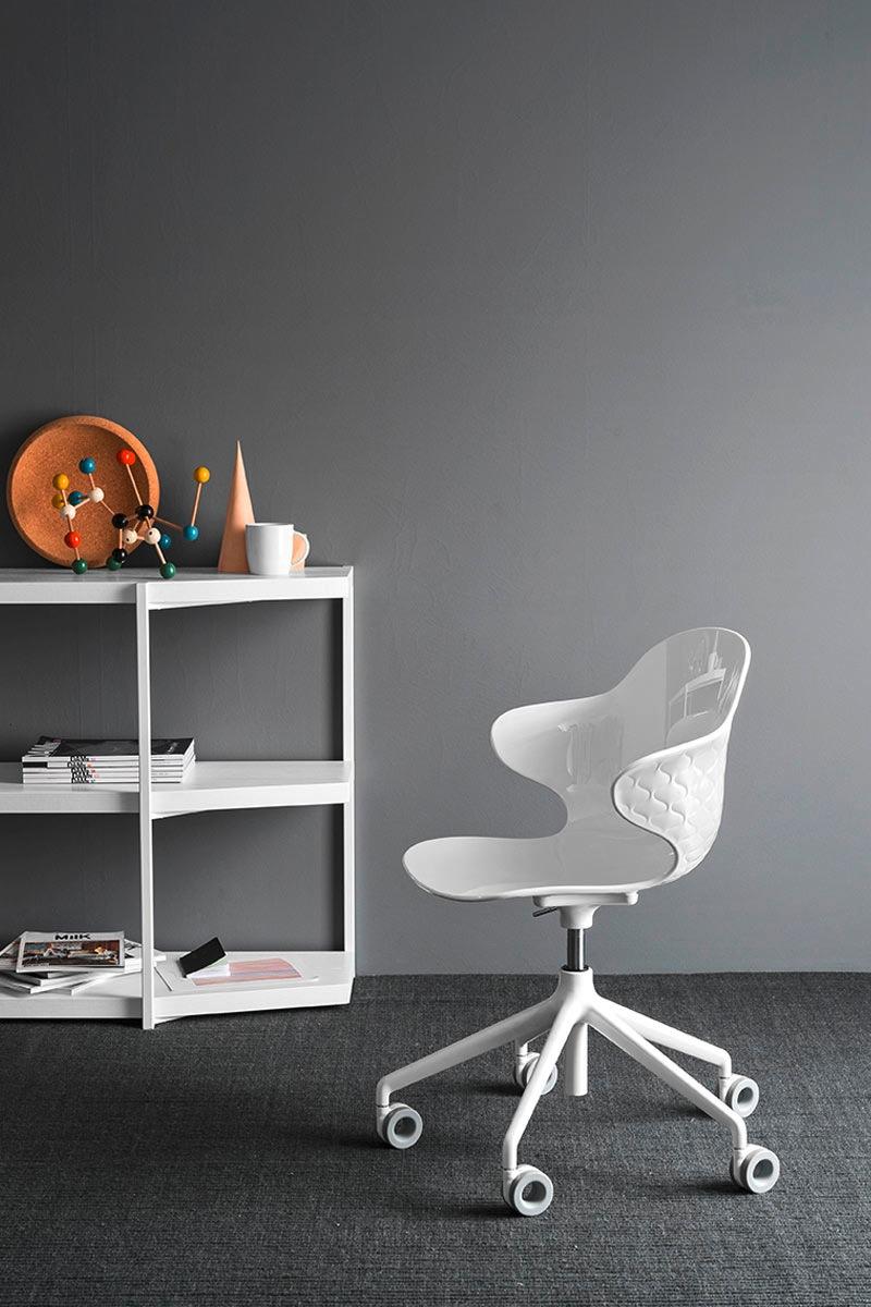 Sedia da ufficio moderna calligaris saint tropez sedie for Sedie da ufficio milano